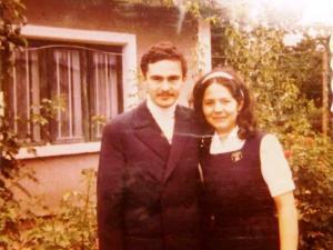 1972 - cu Coca in fata casei