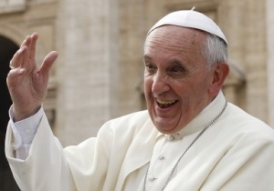 Pope Francis laughing2